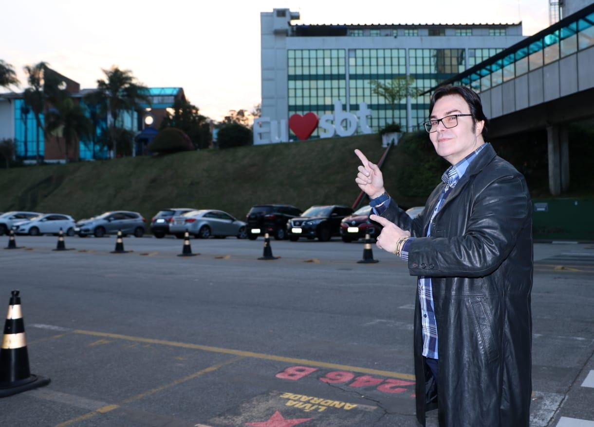 Evê Sobral no Programa The Noite do SBT com Danilo Gentili (7)